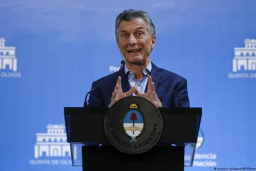 """Macri da por """"superadas"""" las turbulencias financieras en Argentina"""