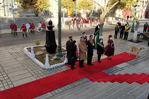 Actos conmemorativos por los 211 años de la gesta libertaria de La Paz inician con una ofrenda floral