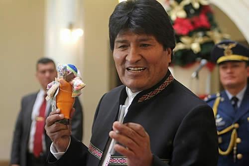 Morales llama a comprar productos de artesanos bolivianos en fiestas de fin de año
