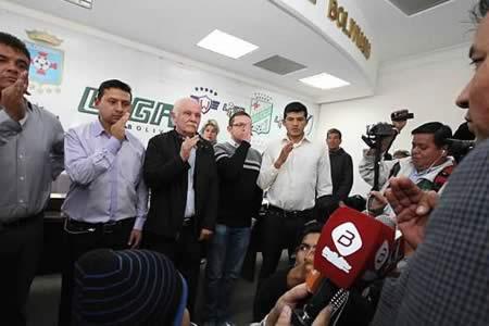Federación de fútbol Bolivia acepta renuncia de presidente y nombra interino