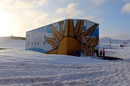Delegación oficial uruguaya partió hacia la base del país en la Antártida