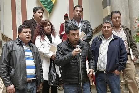 Morales y alcaldes de Tarija elaboran agenda de trabajo para el desarrollo de esa región