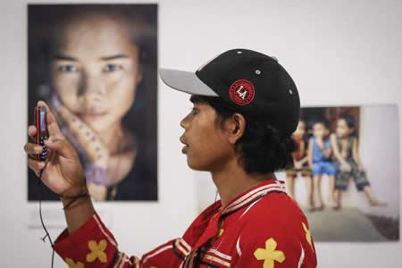 Los usuarios de teléfono móvil superan a los de inodoros en Filipinas