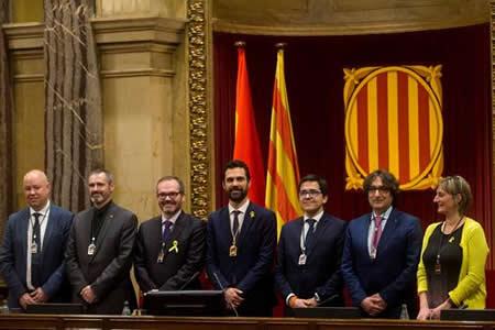 Se abre el Parlamento catalán, con control independentista y sin tensión