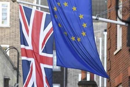"""La ley del """"brexit"""" afronta una batalla en los Lores tras superar los Comunes"""