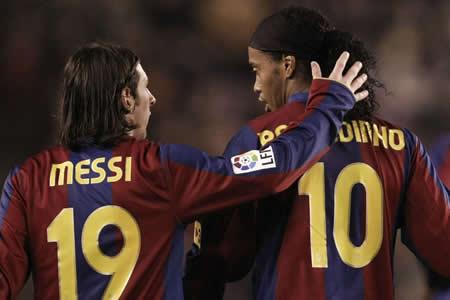 Messi agradece a Ronaldinho su magisterio en el Barça