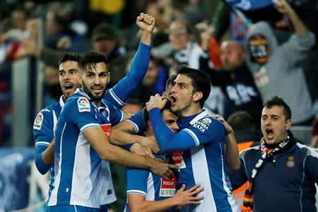 El Espanyol toma ventaja y acaba con la racha triunfal del Barcelona