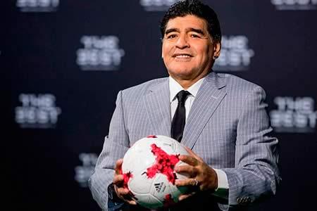 Maradona dice que el Nápoles le invitó al partido contra el Real Madrid