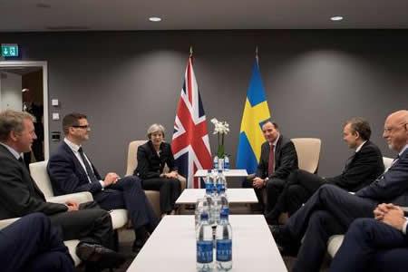 """May espera respuesta """"positiva"""" de UE y avanzar sobre comercio en diciembre"""