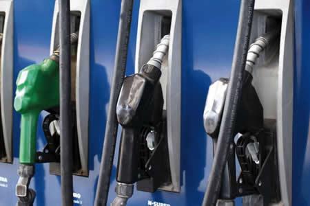 Choferes piden al Gobierno garantizar suministro y precio de la gasolina Especial y Premium
