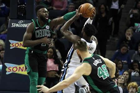 Ganaron los favoritos con Rockets, Celtics y Cavaliers a la cabeza