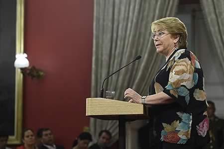 Bachelet impulsará debate hacia el matrimonio igualitario en Chile