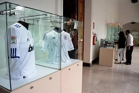 Ecuador subasta camisetas firmadas por Messi, Ronaldo y otros ases del fútbol