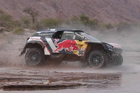Carlos Sainz terminó la duodécima etapa del Dakar con caja de cambios rota