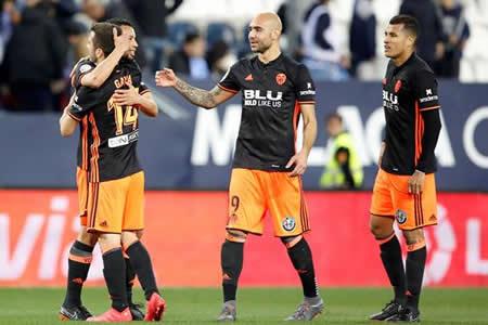 El Valencia remonta y hunde un poco más al Málaga