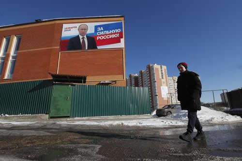 Los rusos votan en masa pero los jóvenes dan la espalda a reelección Putin