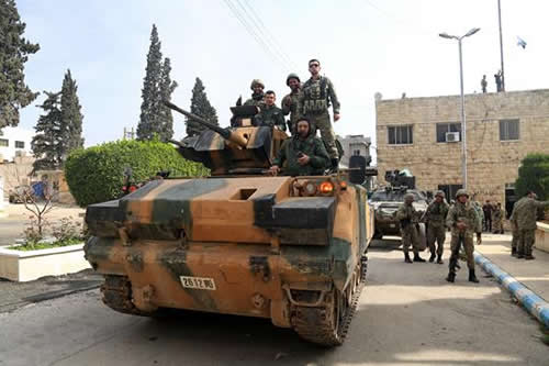 Erdogan apela al nacionalismo y a pasado otomano al festejar la toma de Afrin