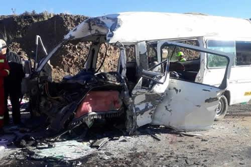 Ocho muertos por choque frontal entre minibuses en carretera a Desaguadero
