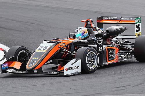 El coche de una piloto de 17 años sale volando en un impactante accidente de Fórmula 1