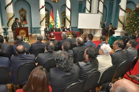 Presidente pide a embajadores y cónsules mayor esfuerzo para cuidar a Bolivia