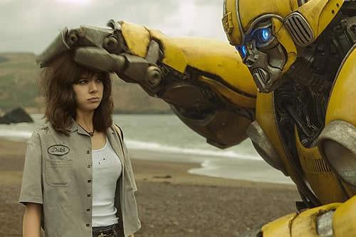 "Hailee Steinfeld, la heroína ochentera de unos ""Transformers"" más ""íntimos"""