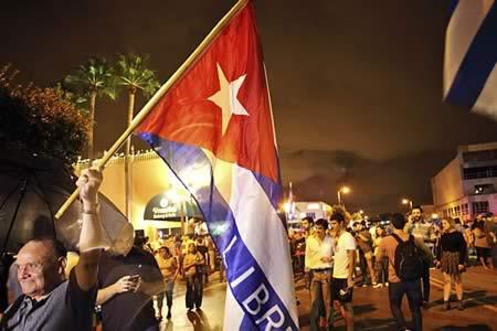 Exilio reclama a Trump cero concesiones al régimen cubano y apoyo a oposición