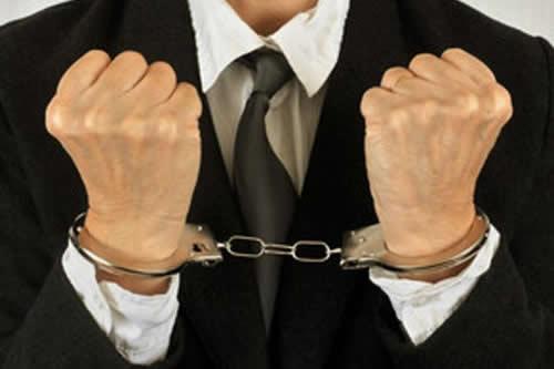 Aprehenden a fiscal por hacer una detención irregular