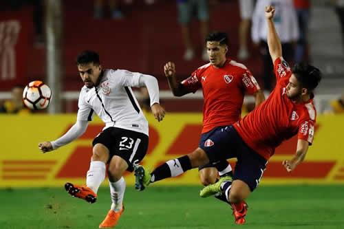 Corinthians consigue un valioso triunfo ante Independiente y sigue líder