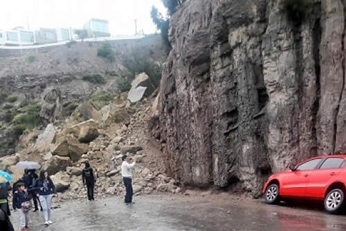 """Derrumbe de """"magnitud"""" en San Isidro Km 40 obliga al cierre de la vía Caranavi-Guanay"""