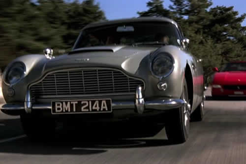 "Sale a subasta el Aston Martin que James Bond conducía en ""GoldenEye"""
