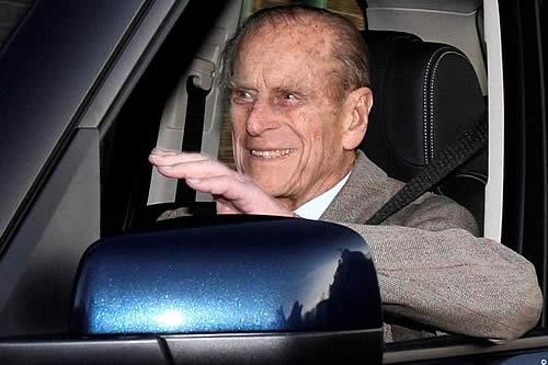 Duque de Edimburgo no llevaba cinturón en accidente de auto