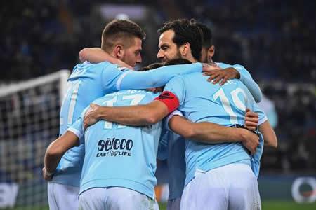 El Lazio pone fin a su mala racha con un 2-0 al Hellas Verona