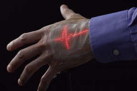 Investigadores japoneses crean una pantalla LED que puede adherirse a la piel