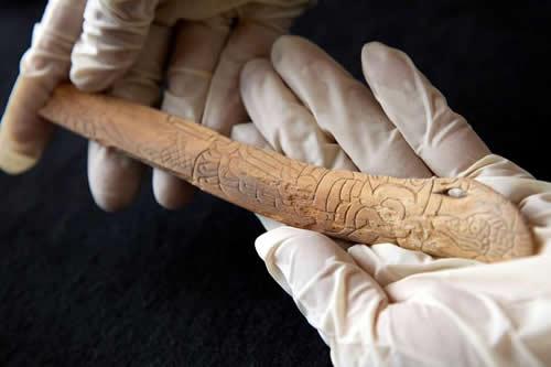 Un pequeño hueso tallado ensalza a primera gran civilización del Antiguo Perú
