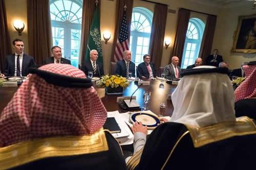Trump consulta con Arabia Saudí sus planes para el acuerdo nuclear con Irán