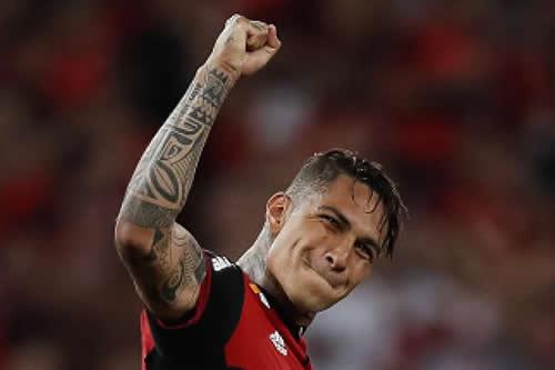 El peruano Guerrero se reincorpora este martes a entrenamientos del Flamengo