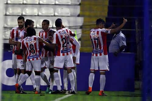Junior revive y en su primer triunfo en el Grupo H vence a Alianza Lima