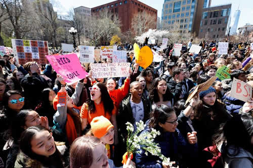 Miles de estudiantes de EE.UU. exigen mayor protección contra las armas