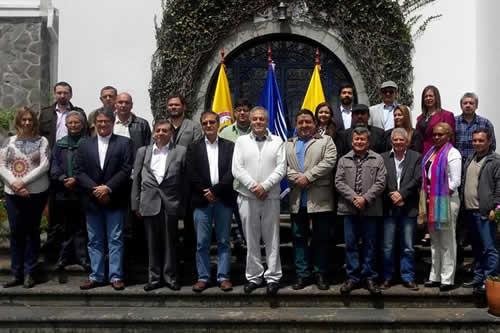 ELN y Colombia anuncian pausa hasta que se defina nuevo anfitrión del diálogo