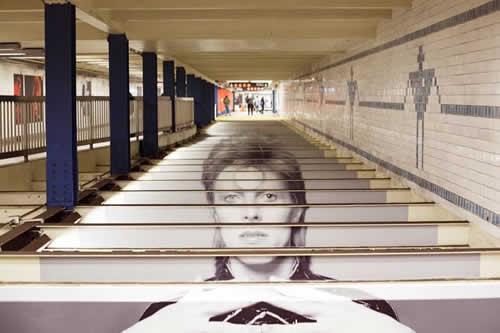 Estación del tradicional metro neoyorquino recuerda a su 'vecino' David Bowie