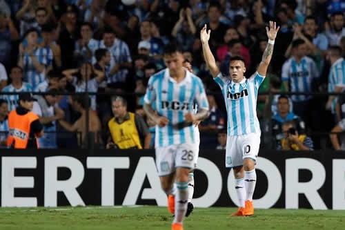 Racing goleó a Vasco y ratificó su liderato en partido con tres penaltis