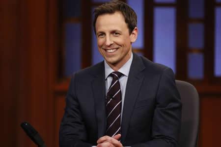 El comediante Seth Meyers negocia ser el presentador de los Globos de Oro