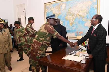 Mugabe se resiste a caer, desafiado por su propio partido