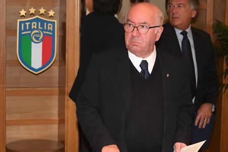 Tavecchio defiende su trabajo y arremete contra presión política tras dimitir