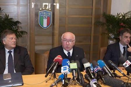 Tavecchio, presidente de la Federación italiana, dimite de su cargo