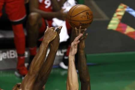 Warriors ganan sin Durant; Raptors logran cuarto triunfo consecutivo