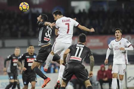 El Nápoles hunde al Milan y se afianza como líder (2-1)