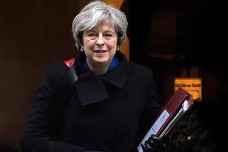 """May dice que solo """"circunstancias excepcionales"""" podrían retrasar el """"brexit"""""""