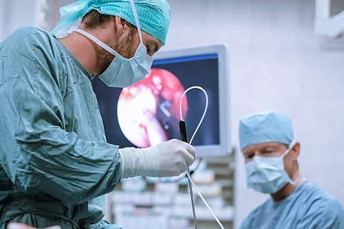 Operan con éxito uno de los cánceres más letales quemando por primera vez el tumor con una aguja