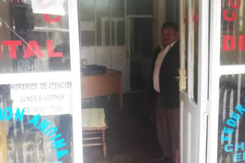 Dirigente defiende depósitos y muestra consultorios de choferes en El Alto